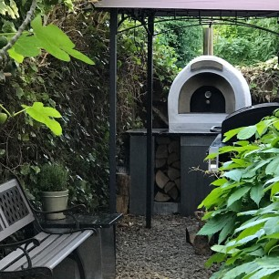 Outdoor kitchen with zinc